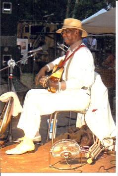 Rev.CharlieEdmonds,thePreachingBluesman,Russellville,Aug.5,2011